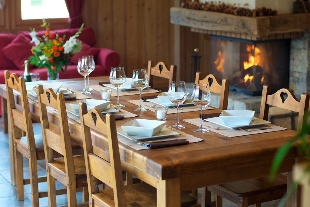 Arnica Table et cheminée